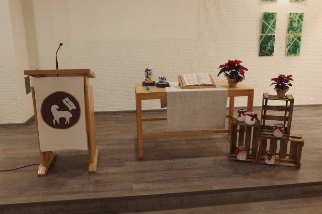 lkg-fuerth-saal-innen-altar
